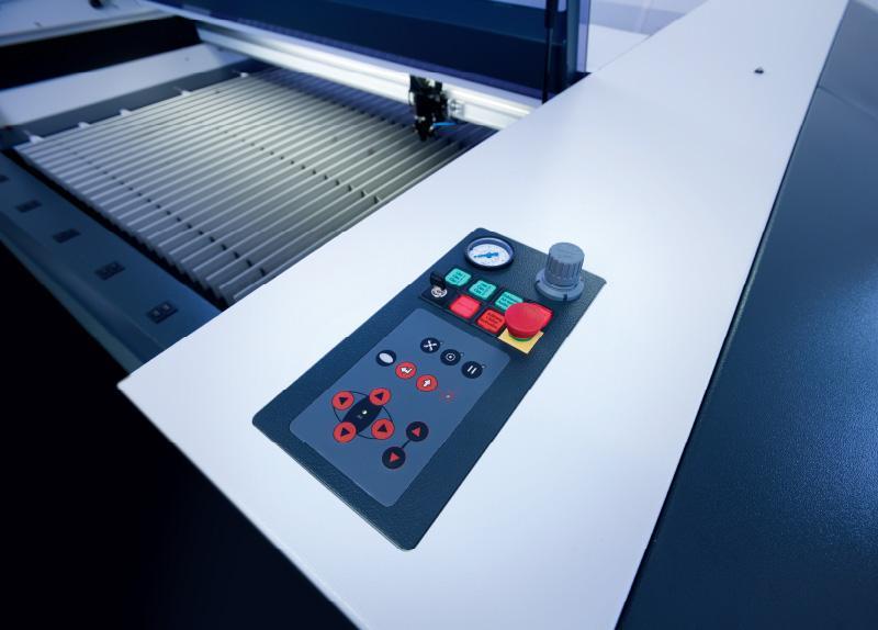Komandna ploška laserskega stroja SP1500
