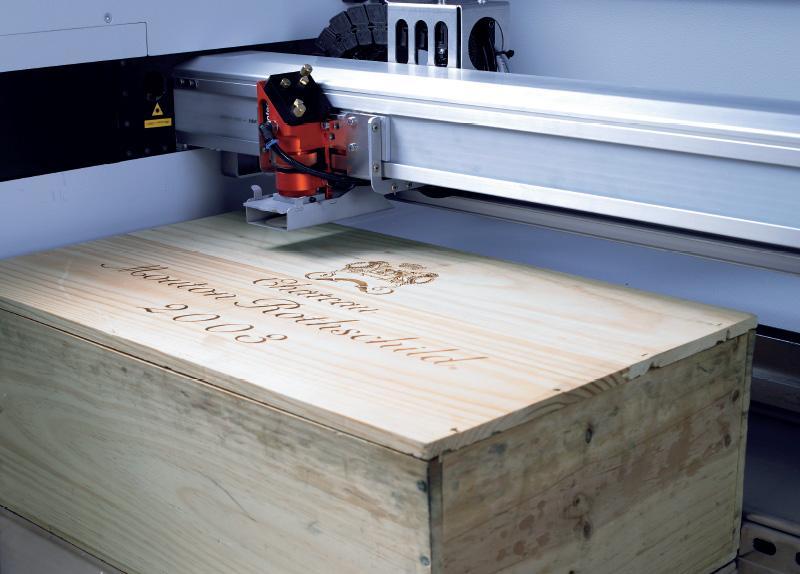 Lasersko graviranje les v SP500 laserskemu sistemu