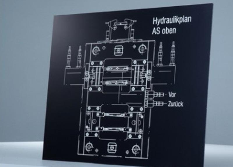 Črna plošče za graviranje - lasersko gravirana