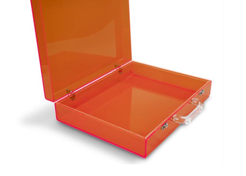 Lasersko izrezan plastični kovček