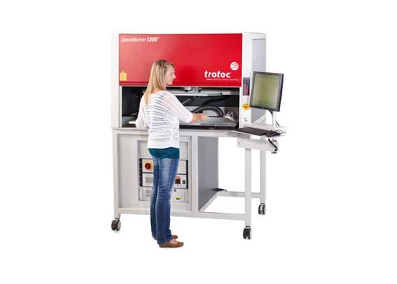 SpeedMarker 1300 označevalna postaja z operaterjem