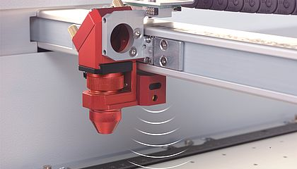 Samodejno fokusiranje laserski gravirni stroj