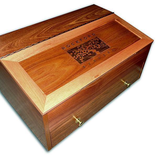 Graviranje na leseno škatlo