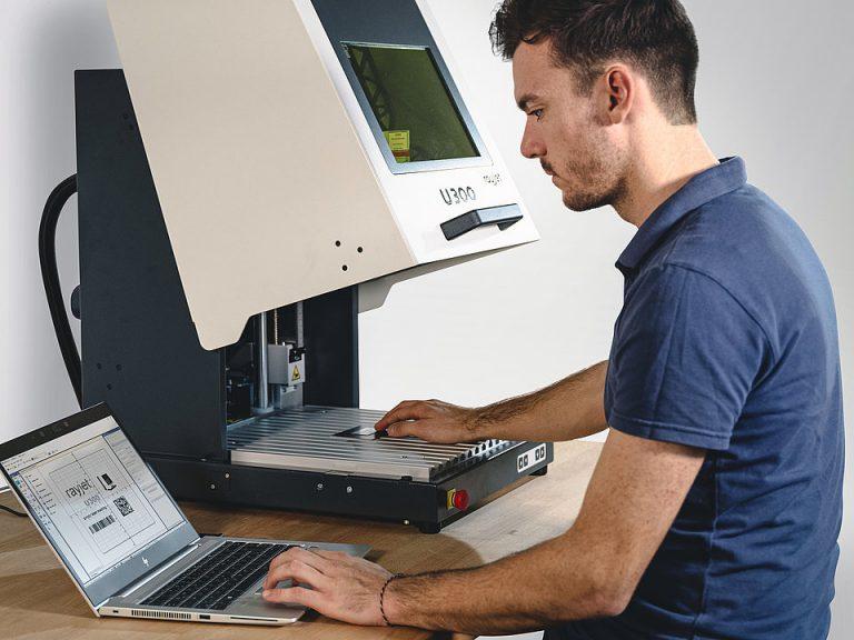 Neodvisen in prilagodljiv laser preko etherneta