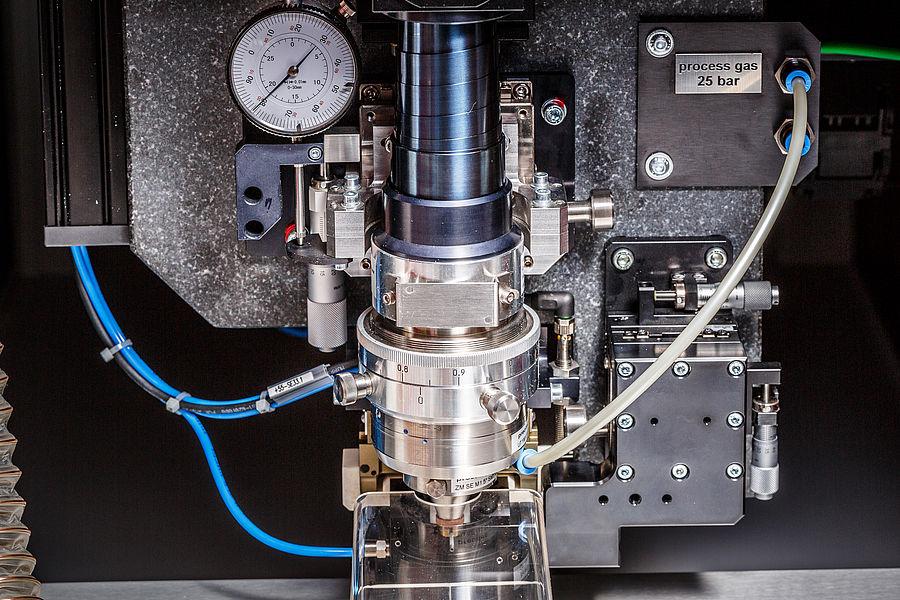 Visokozmogljiv diodni in femtosekundni laser