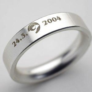 Graviranje na srebrn prstan