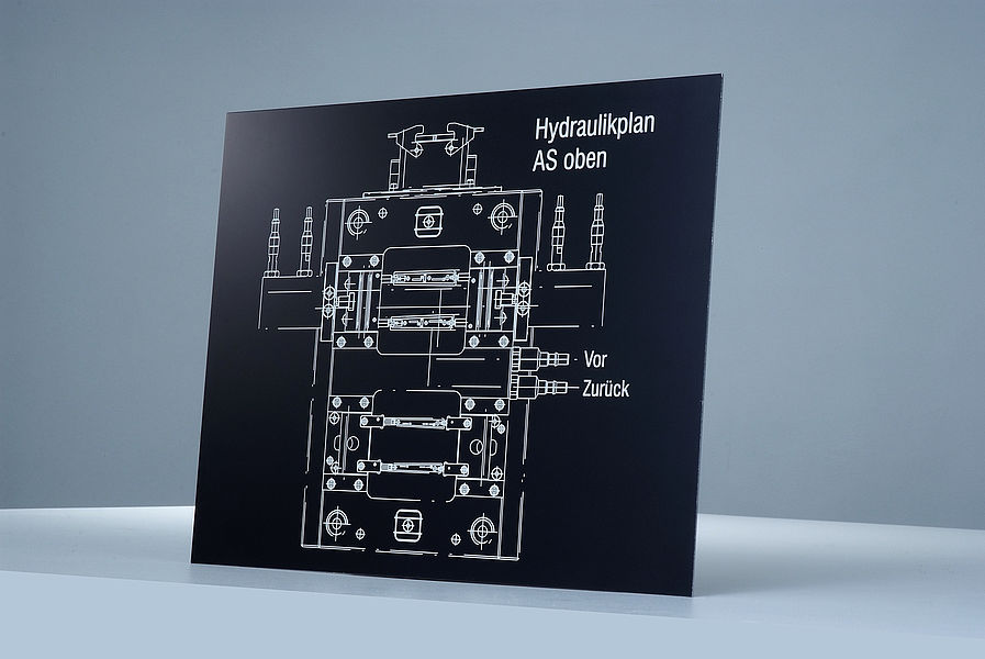 Industrijska tabla narejena iz gravirne plošče