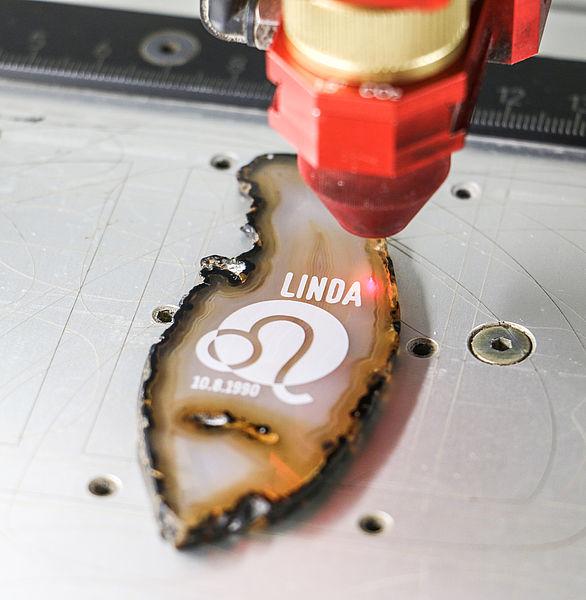 Lasersko graviranje vzglavnika
