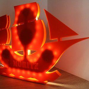 Luč v obliki ladije